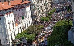 الجزائر على موجة الثورة السلمية