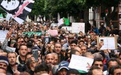 """""""Je ne voterai pas de cette façon"""": Des manifestations contre la présidentielle au 3e jour de la campagne"""
